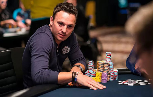 Путь от футбола к покеру